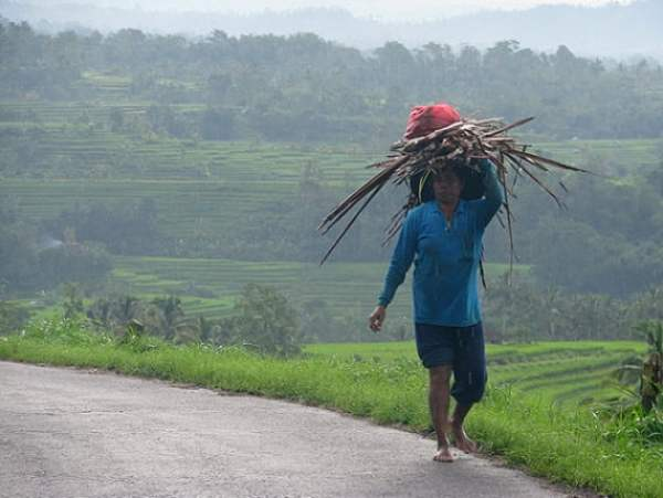 Travel-to-Bali-inland-man-Glimpses-of-The-World