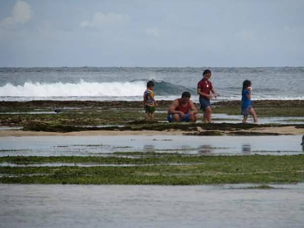 Travel-to-Bali-low-tide-sea-playing-Glimpses-of-The-World