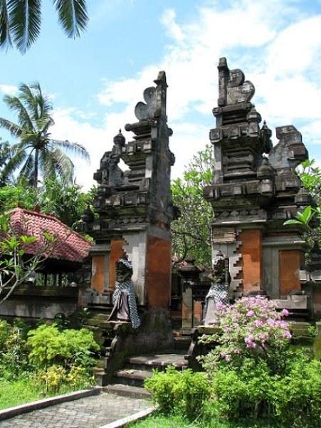 Bali-Nusa-Dua-traditional-gates-Glimpses-of-The-World
