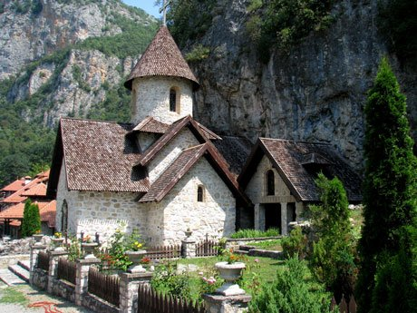 Serbia-travel-Kumanica-Monastery-church-Glimpses-of-The-World