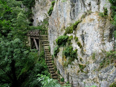 Serbia-travel-St-Sava-Cave-steps-Glimpses-of-The-World
