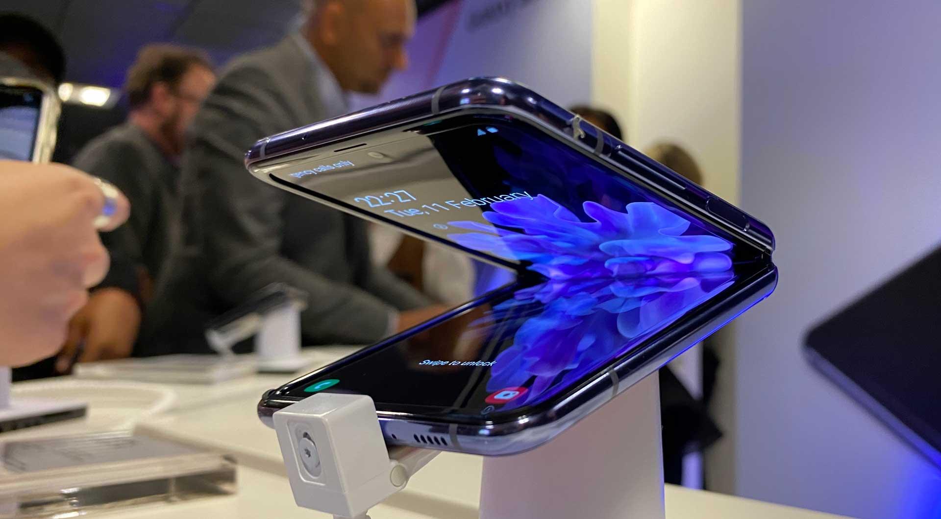 Samsung Galaxy Z Flip Plastic Display