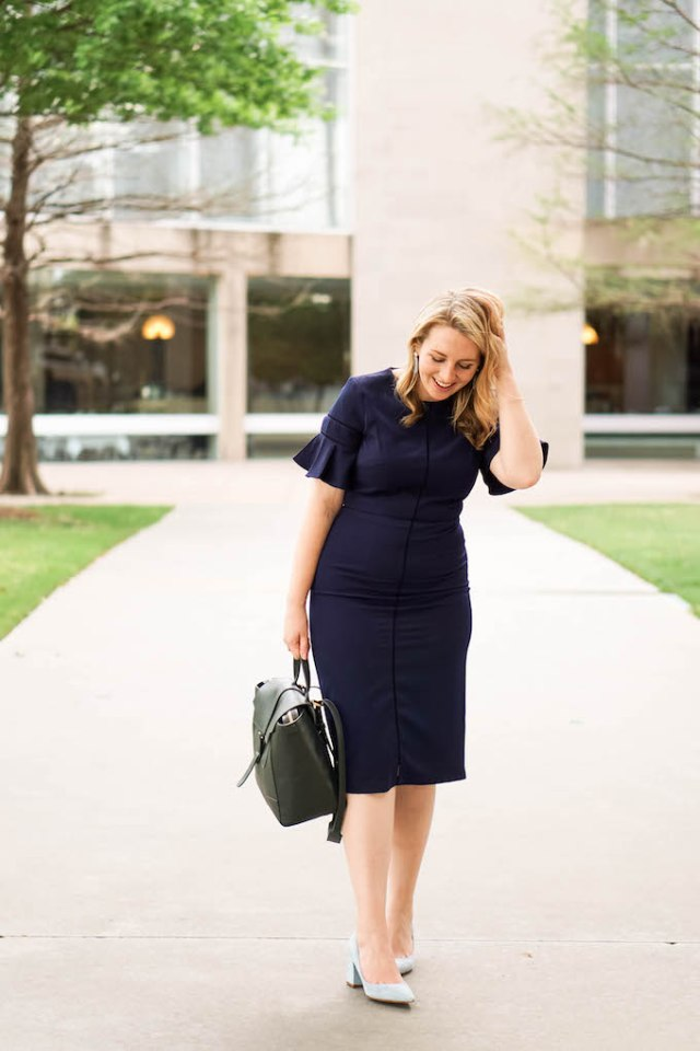 The Best Cameras for Fashion Bloggers to Buy via Amanda Kushner of Glitter & Spice | Best Dresses to Wear to Work this Summer | Navy Work Dress