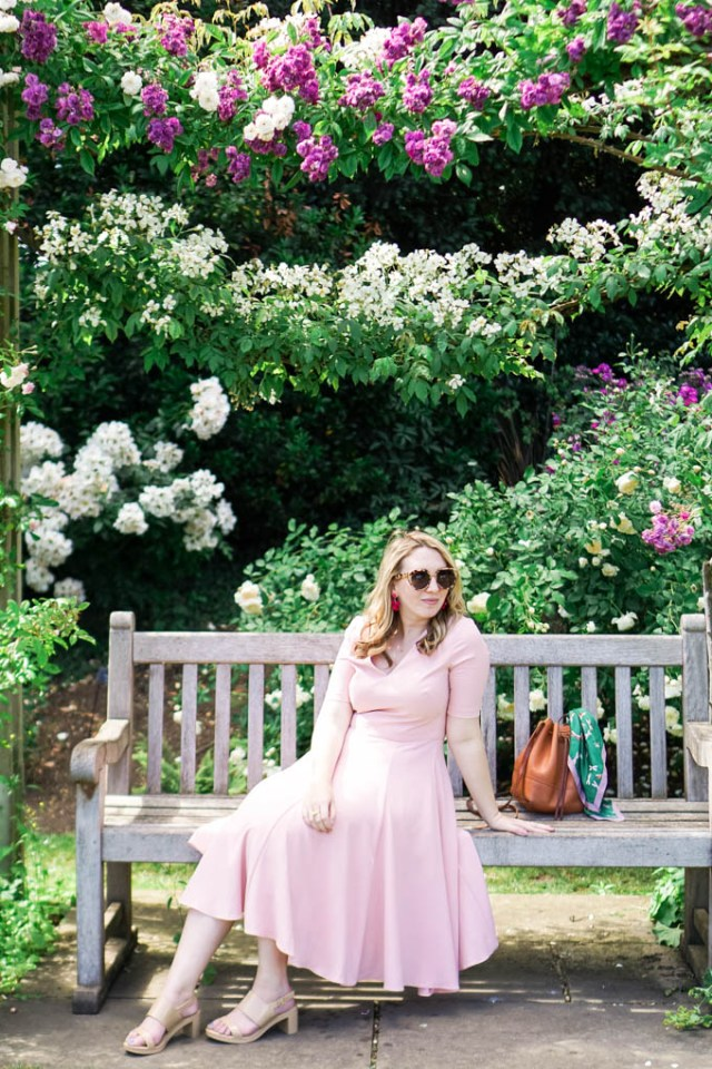 Fashion and Travel blogger shares a recent trip to Queen Mary's Rose Garden in London