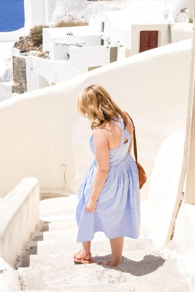 Travel and Fashion blogger, Glitter & Spice, explores Oía, Santorini