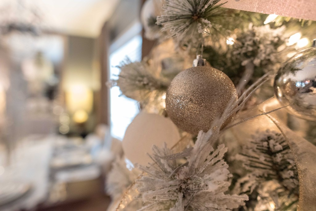 Christmas 2016: Decor Galore - Glittered with Design Blog