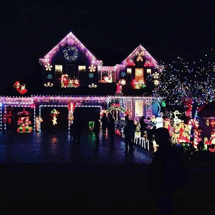18 super romantic winter date ideas to add a spark into your relationship christmas light tour