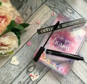 Give your lashes the organic treatment with Odylique Mineral mascara brush