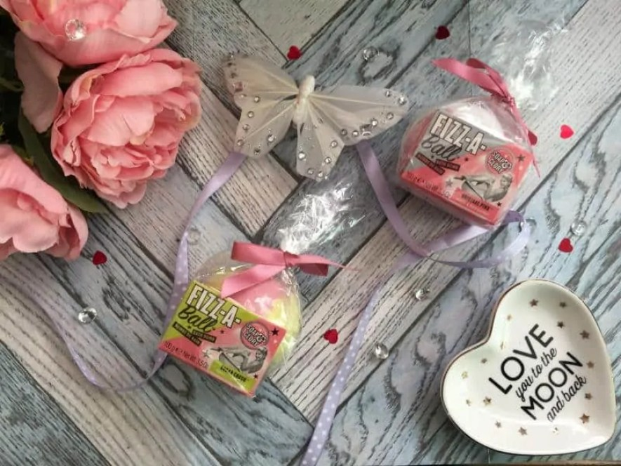 soap and glory fizz a ball bath bombs review