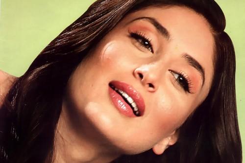 Kareena Kapoor Red Wet Lips