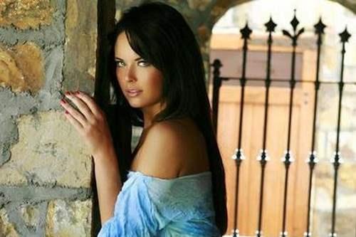 Laura Shields Hot