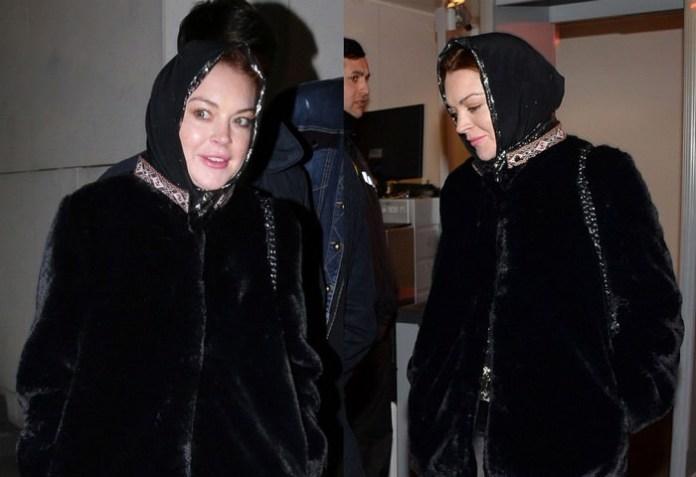 Lindsay Lohan Wearing Head Scarf in Turkey