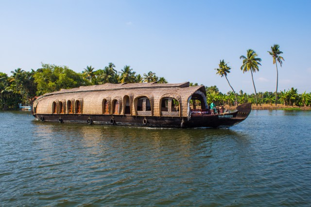 houseboat kerala backwaters