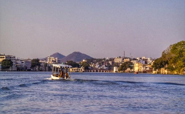 wpid-udaipur-lake-boat-ride-01.jpeg.jpeg