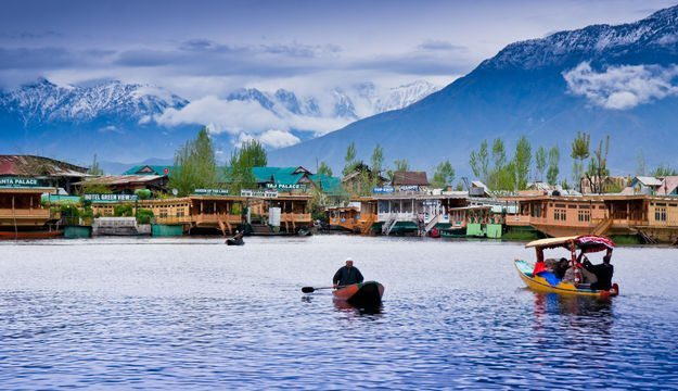 Dal Lake in Kashmir. Photo Credit: http://geospatialsurvey.net/
