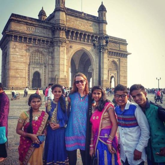 Never lonely in India! Making new friends at the Gateway of India in Mumbai