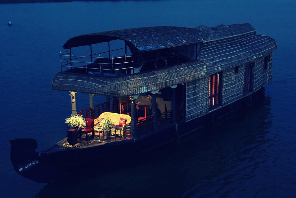 Kumarakom Heritage Houseboats
