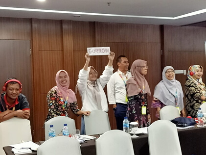The hands-on-training on weighing the positive and negative impact of migration, financing migration costs, goal setting, budgeting, saving and borrowing was highly appreciated by the participants. They all agreed the training will help them prepare the migrants and their families.