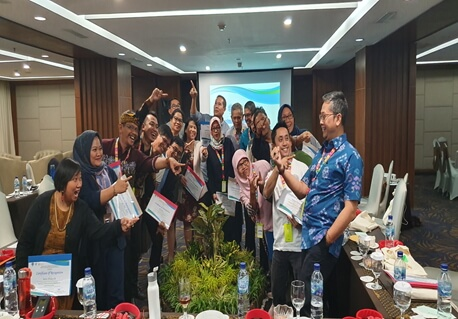 Mr. M Ade Afriandi, Head of the West Java Manpower Office  accepted the challenge of  leading the mainstreaming of migration and development initiatives in West Java.   Requests of the different migration stakeholders for support to ensure their participation was positively accepted.