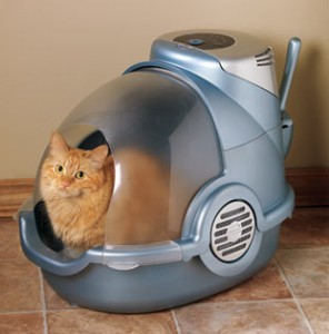 A cat hangs out in a spaceship-like, covered litter box. Photo credit: www.catnipbazaar.com