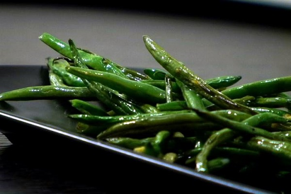 (VEGETARIAN) Enjoy these delicious roasted green beans for Thanksgiving!