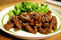 Crispy Sweet & Sour Seitan is a savory and delicious plant-based appetizer. With its texture and high protein content its a great meat alternative./Photo credit: veganyumyum.com