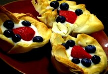 Delicious dessert fruit tarts for July 4th. (VEGAN/VEGETARIAN RECIPES)