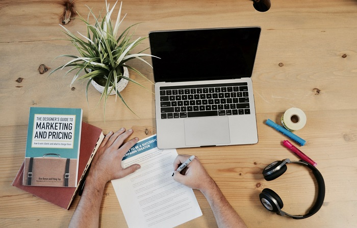 6 Remote Jobs in Marketing That Are Perfect for Students