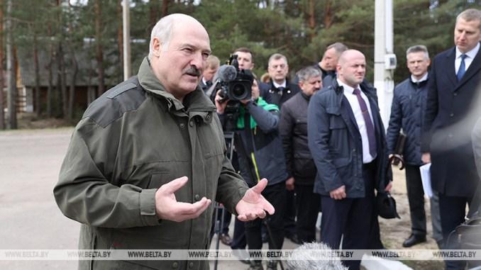 החרדים הליכוד והימין: לברמן צורר צועני מולדבי מען פרעה מודרני עבור החרדים שמנחית גזרות עלהם ועל הקשישים לכאורה Belarus-President-Aleksandr-Lukashenko