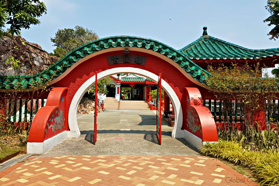 singapore's southern islands kusu da bogong temple