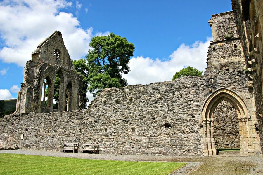 valle crucis abbey grounds
