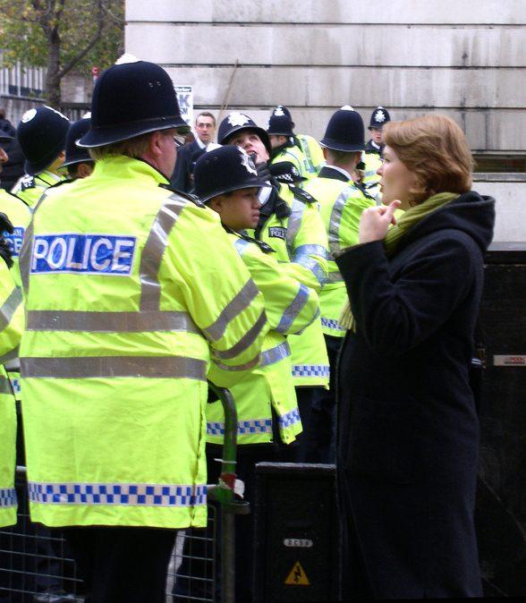 UK Policemen-14-1467245-639x887