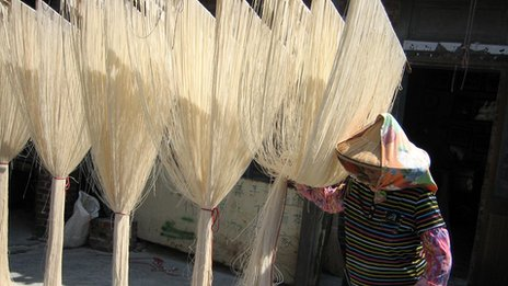 Drying-hand-made-and-pulled-noodles-that-require-good-weather.