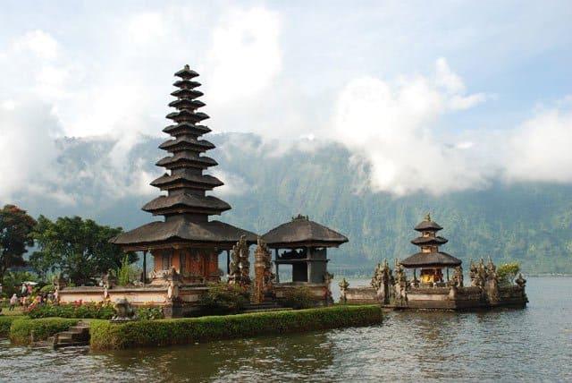Ulun Danu Temple, Bali on GlobalGrasshopper.com