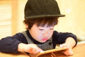Boy_Smartphone