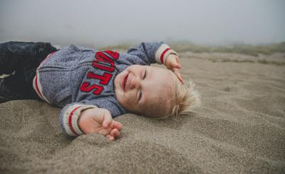 THINGS-TO-TAKE-TO-THE-BEACH-WITH-A-TODDLER
