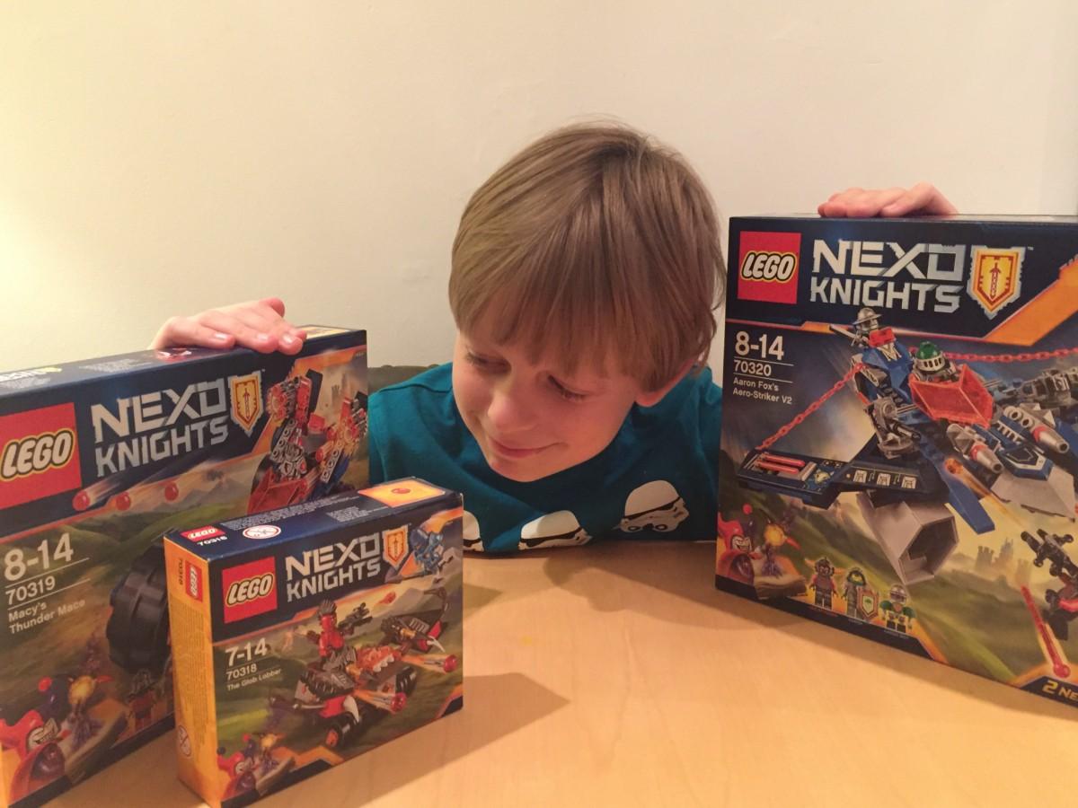 We like to build   Lego Nexo Knights set 70318, 70319 and