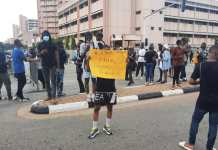 EndSARS Protesters Shut Down Federal Secretariat In Abuja Despite Ban