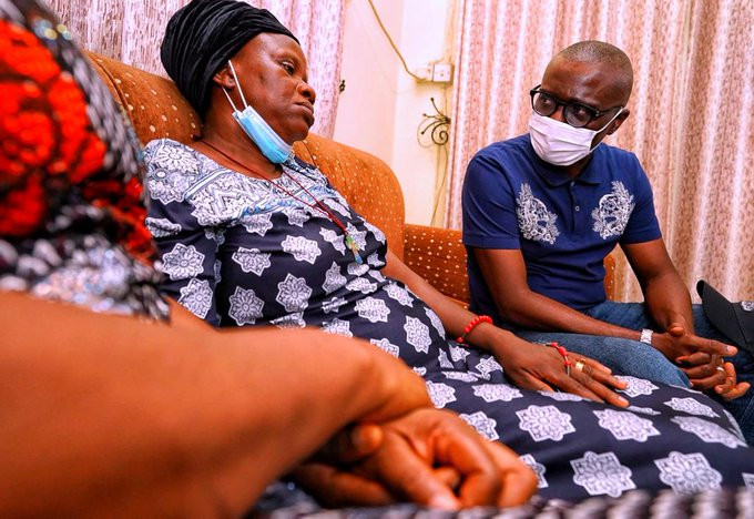 Lagos State governor Babajide Sanwo Olu visits Family Of Man Killed During #EndSARS Protest In Surulere