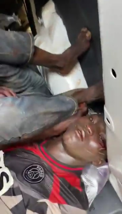 Nigerians protesting against police brutality on Wednesday apprehended armed thugs that launched attack on them in Abuja-watch video