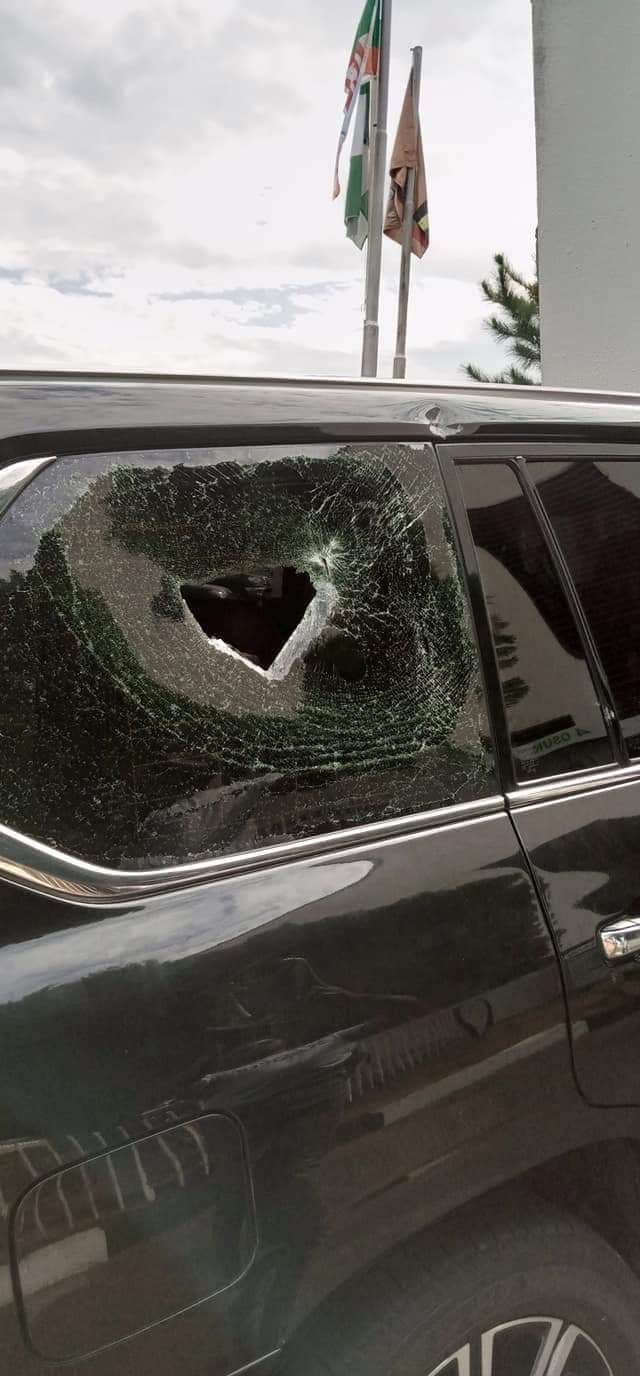 Osun State Governor Gboyega Oyetola Convoy Attacked By Hoodlums