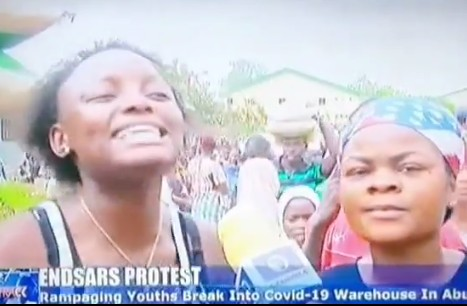 Video Of A Lady Saying We Came To Possess Our Possession As They Loot Covid-19 Palliative In Abuja
