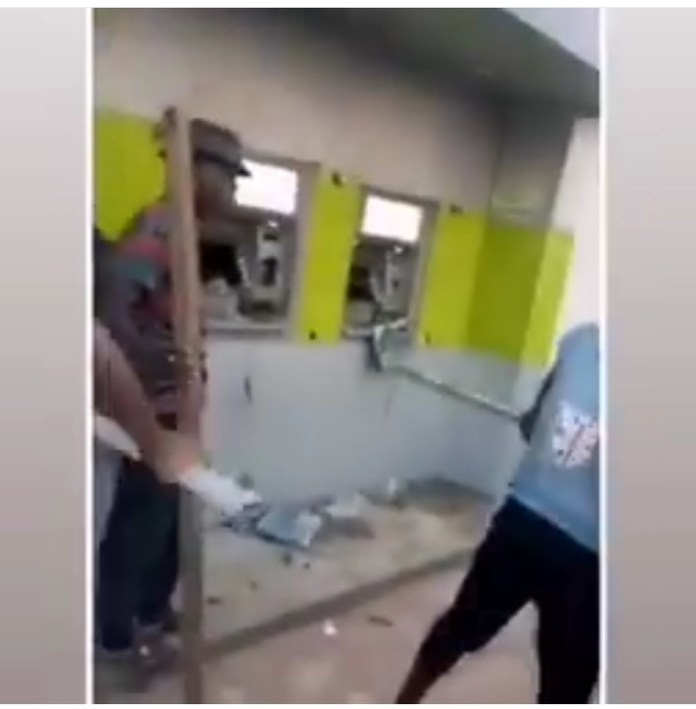 Video Of Angry Youths Destroying Diamond Bank ATMs In Enugu