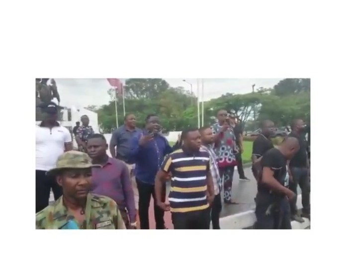 Video Of Cross River State Governor, Ben Ayade Hiding Behind His Security Men To Address Residents