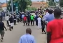 Video Of EndSARS Protesters In Umuahia Forcing Soldiers To Turn Back