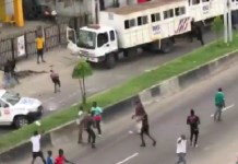 Video Of Hoodlums attacking RRS operatives in Lagos