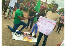 Young Man Demola Proposes To His Girlfriend During EndSARS Protest At Alausa, Ikeja