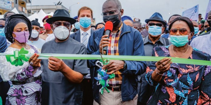 Minister Of Works And Housing Babatunde Fashola Inaugurates Rivers Flyover And Commends Wike's Urban Renewal Scheme