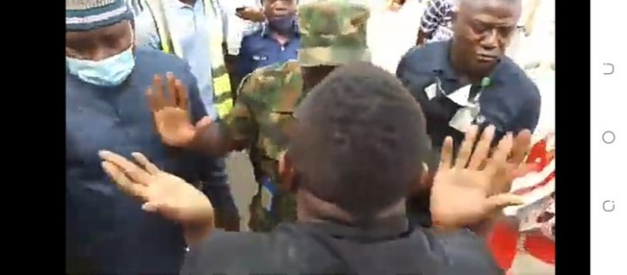 Video Of Activist Sowore Confronting Military Officer At Abuja Airport