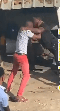 Video Of Husband Who Fought With Man That Is Sleeping With His Wife Beaten To Stupor